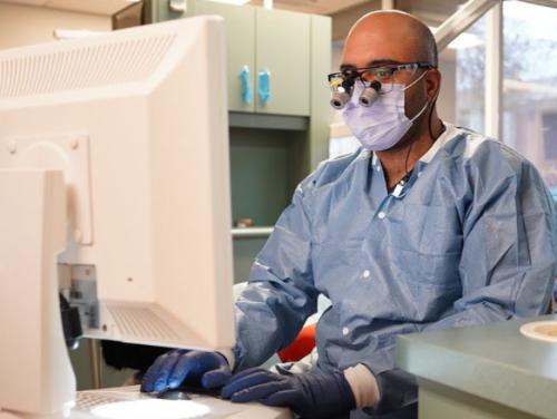 Dr using technology gotta smile dentistry